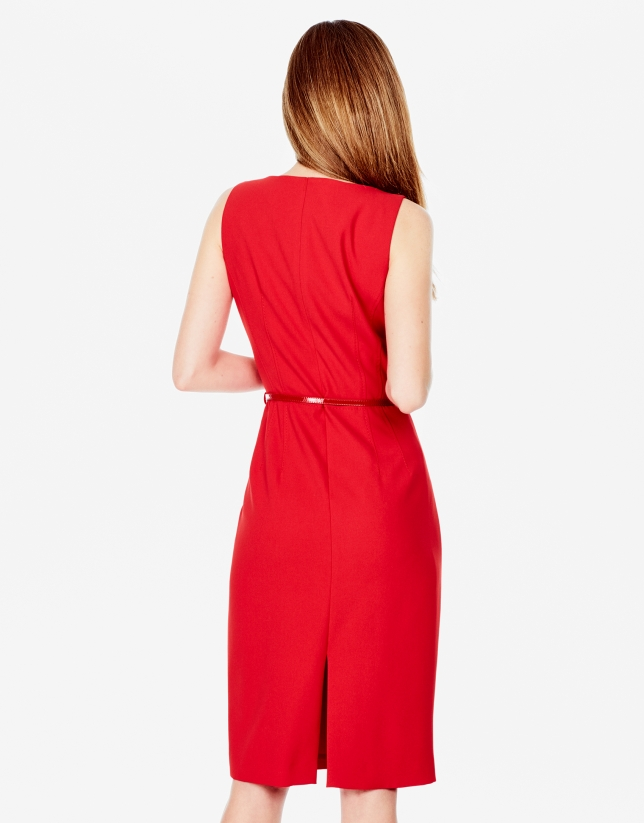 Robe rouge à surpiqûres