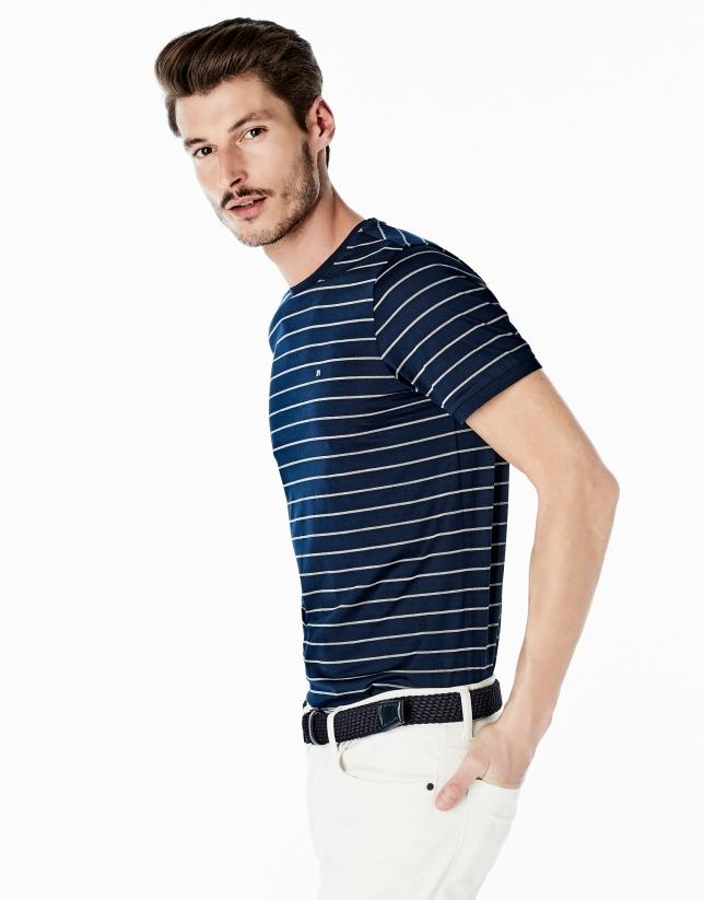 Camiseta azul marino rayas blancas