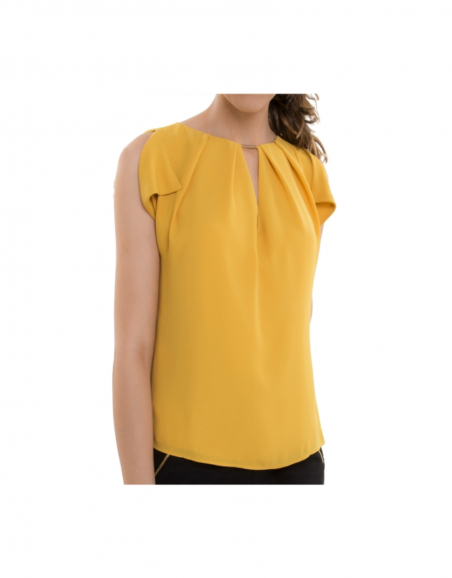 Amber top with tear drop neckline