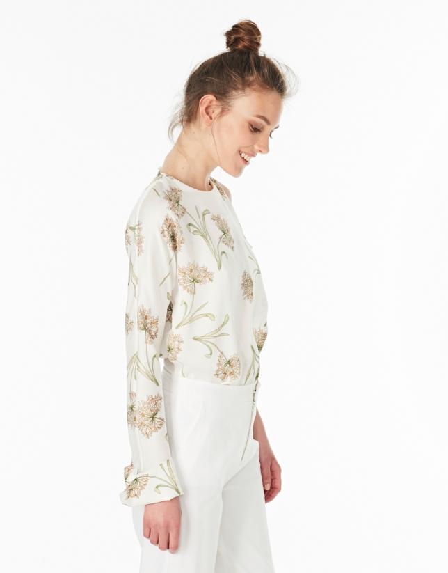 Blusa asimétrica cruda estampado flores