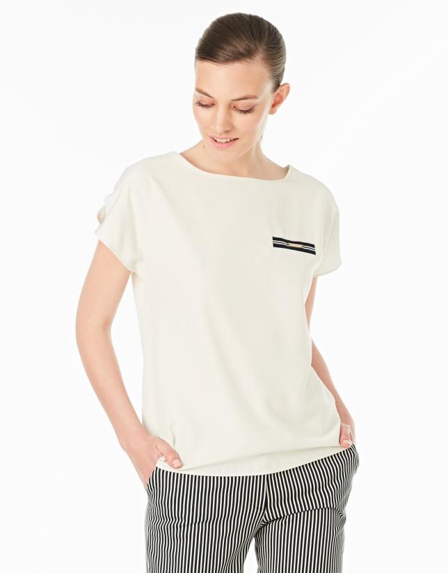 T-shirt à poche couleur crème