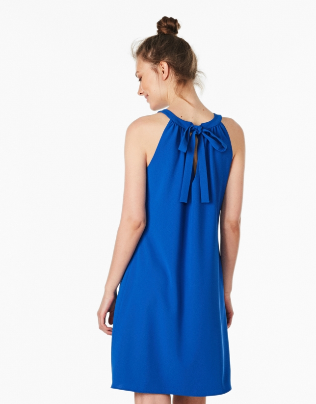 Robe à décolleté halter bleu cobalt