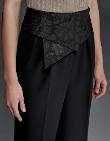 Pantalón de vestir negro con fajín en cintura