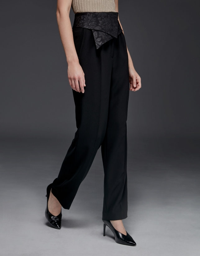 Pantalon avec ceinture de soie au niveau de la taille