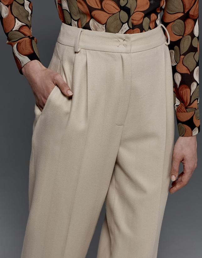 Pantalón pinzas espiga beige