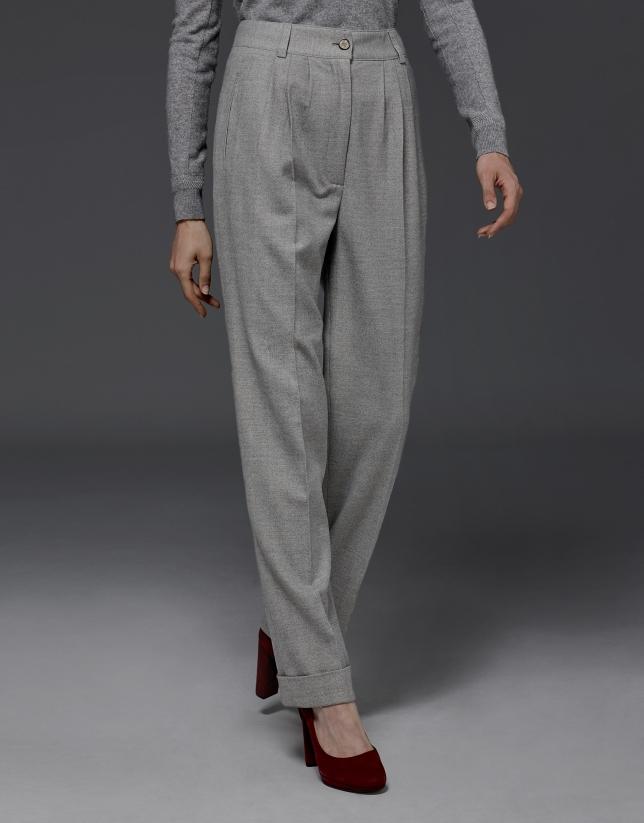 Pantalón pinzas espiga gris