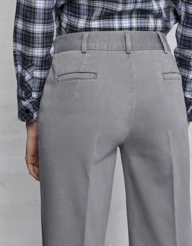 Pantalón recto gris