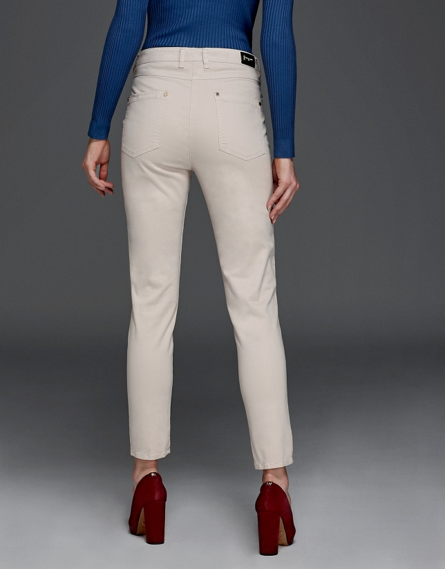 Pantalón sport marfil