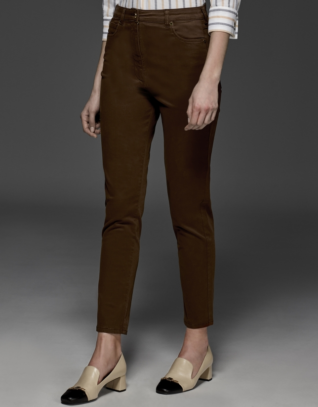 Pantalon décontracté couleur marron