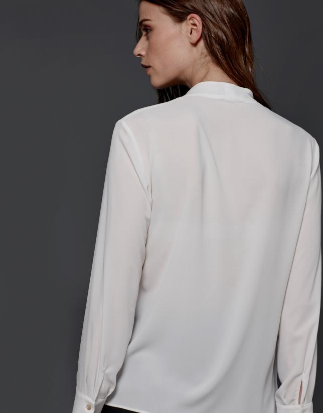 Blusa amplia escote pico crudo
