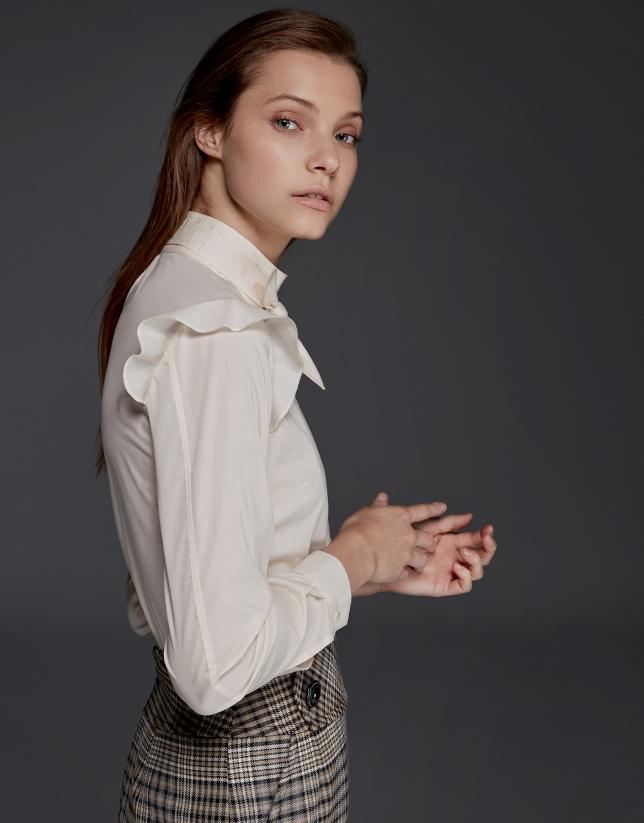 Chemise à volant sur l'épaule en fil coupé couleur ivoire