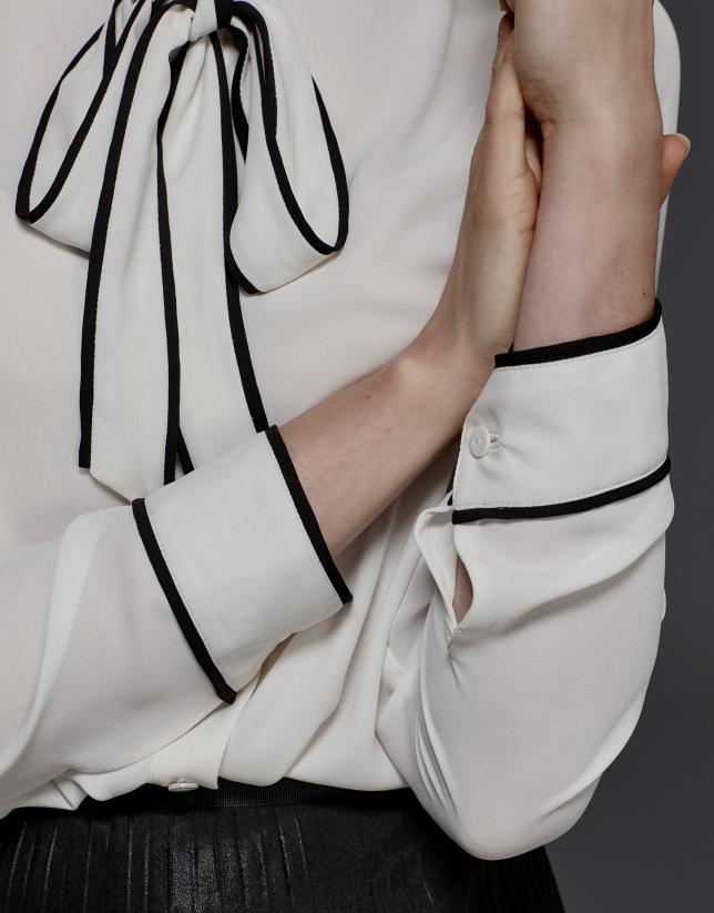 Chemise à ruban sur le col écrue