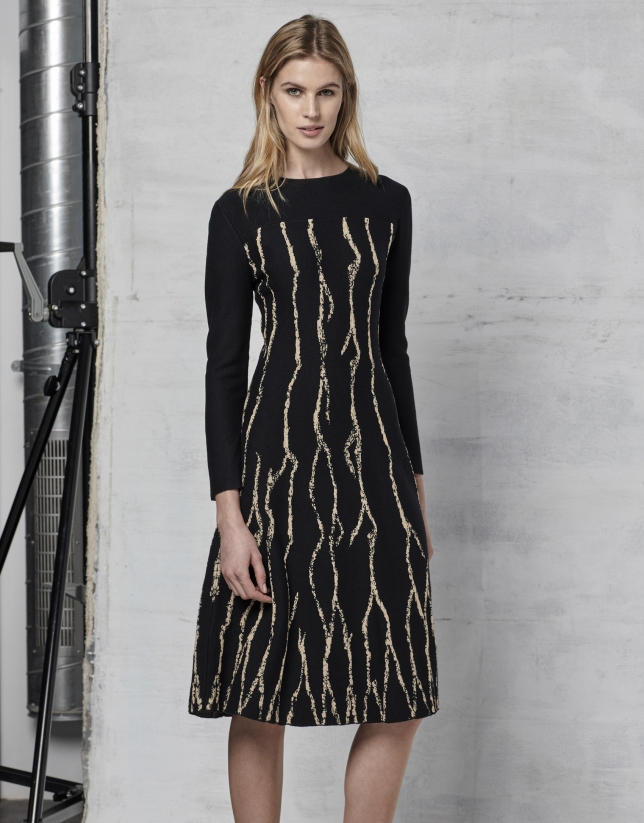Black evasé knit dress