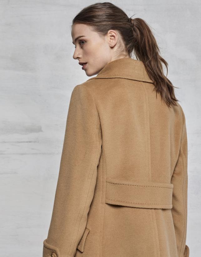 Manteau long cintré couleur camel