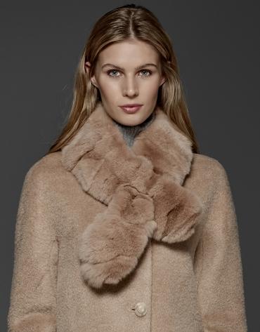 Beige retro coat with fur collar
