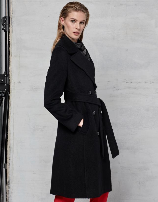Abrigo cruzado lana y angora negro con cinturón