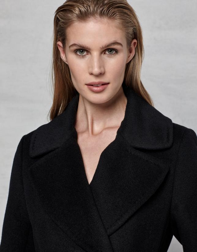 Manteau croisé en laine et angora noir avec ceinturon