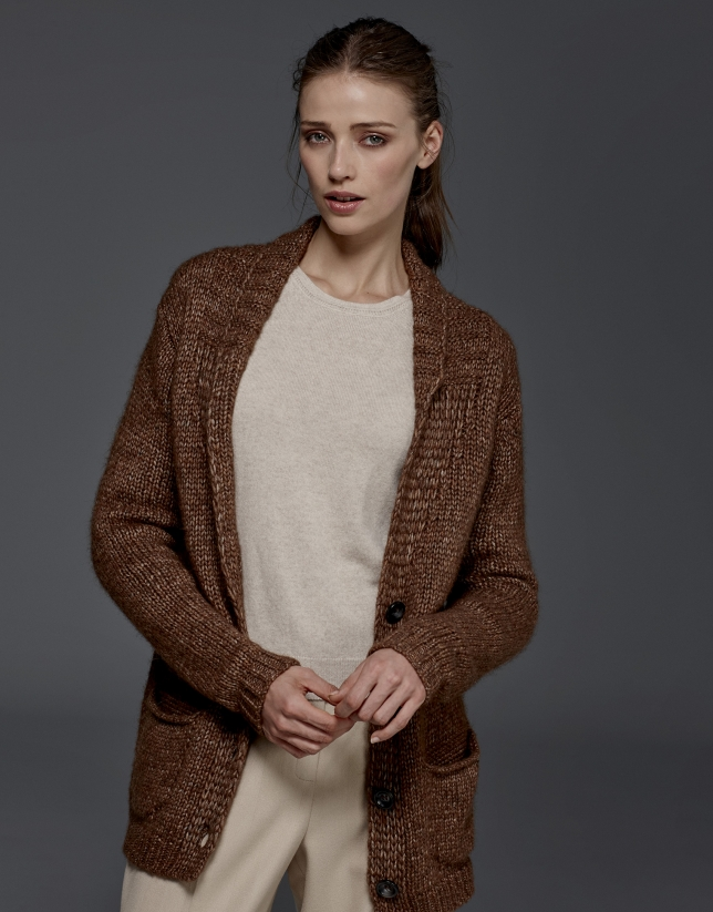 970668dd1ab50 Chaqueta punto marrón con cinturón  Chaqueta punto marrón con cinturón ...