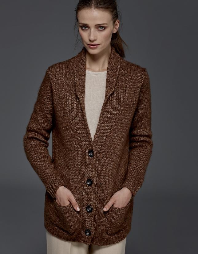 Chaqueta punto marrón con cinturón