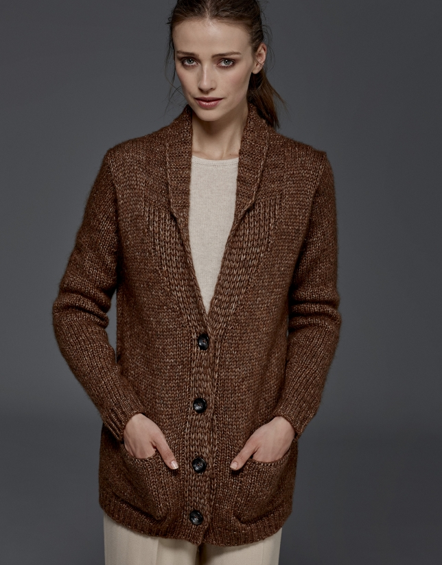 Veste en maille marron avec ceinture
