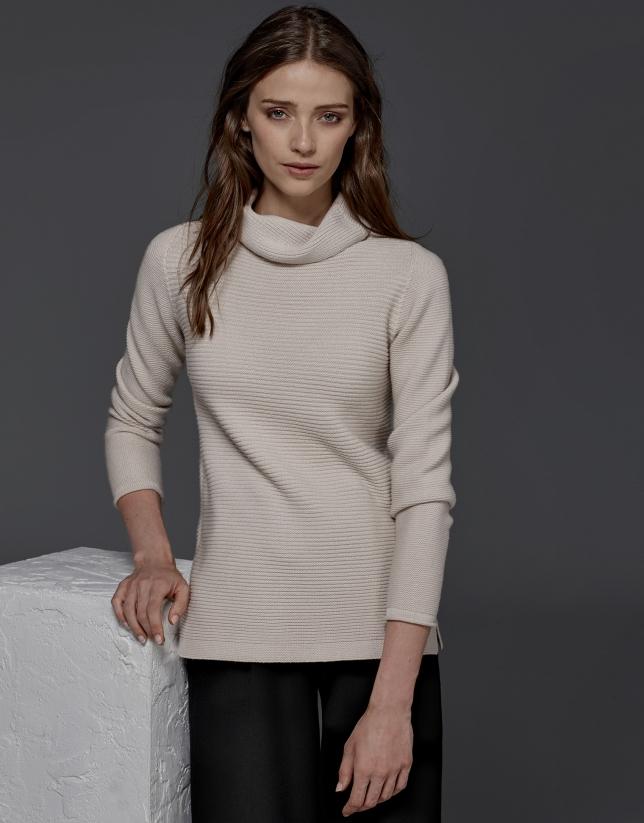Pull col tortue couleur ivoire