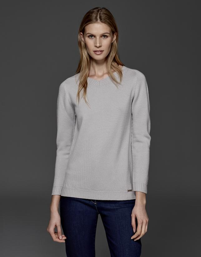 Jersey lana merino escote pico gris plata