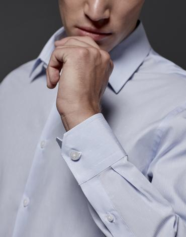 Chemise de costume à micro-rayures bleu ciel et fantaisie