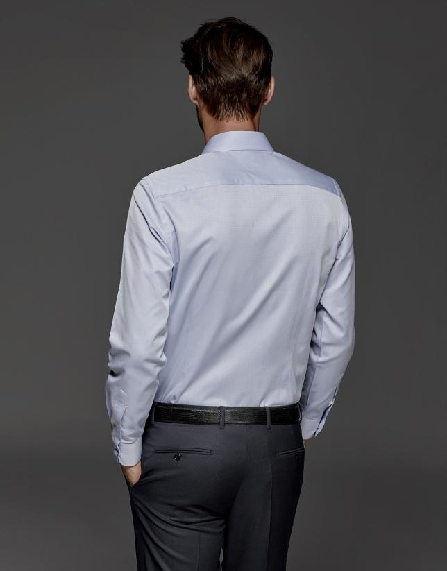 Camisa de vestir celeste con estructura de rombo