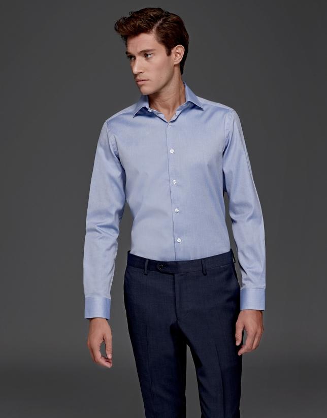 Camisa de vestir azul con estructura de diamante