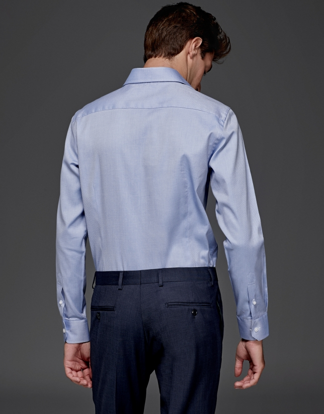 Chemise de costume bleu avec une structure de diamants