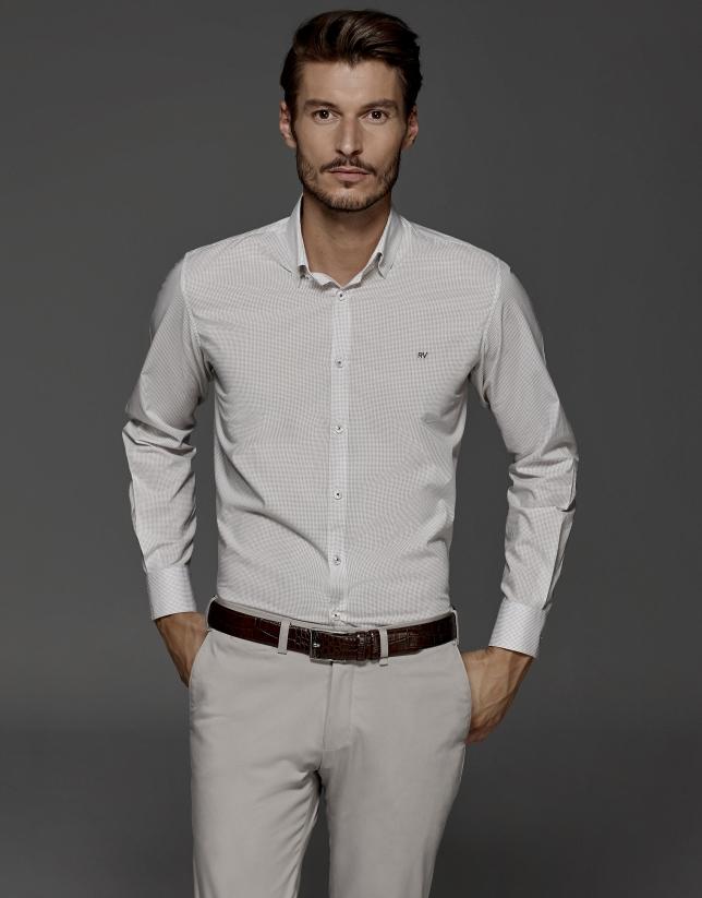 Camisa fantasía blanca con microestampado marrón
