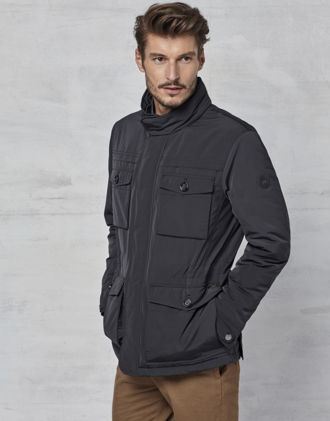 Black three-quarter jacket with 4 pockets
