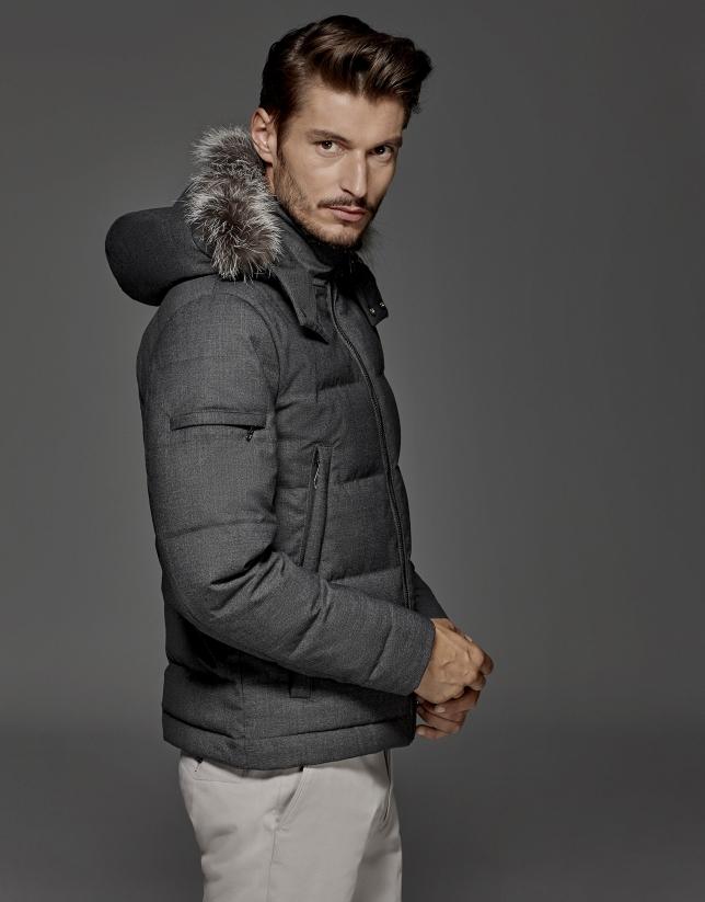 Cazadora de lana gris con capucha de pelo