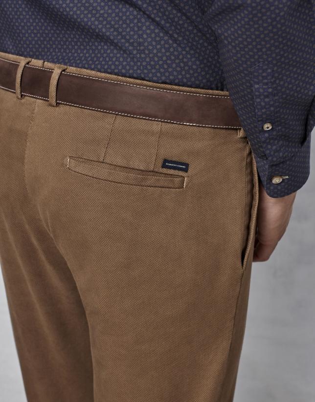 Pantalon chino marron à micro-motif