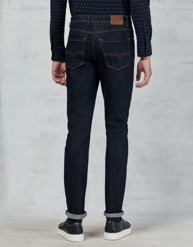 Dark blue jeans with 5 pockets