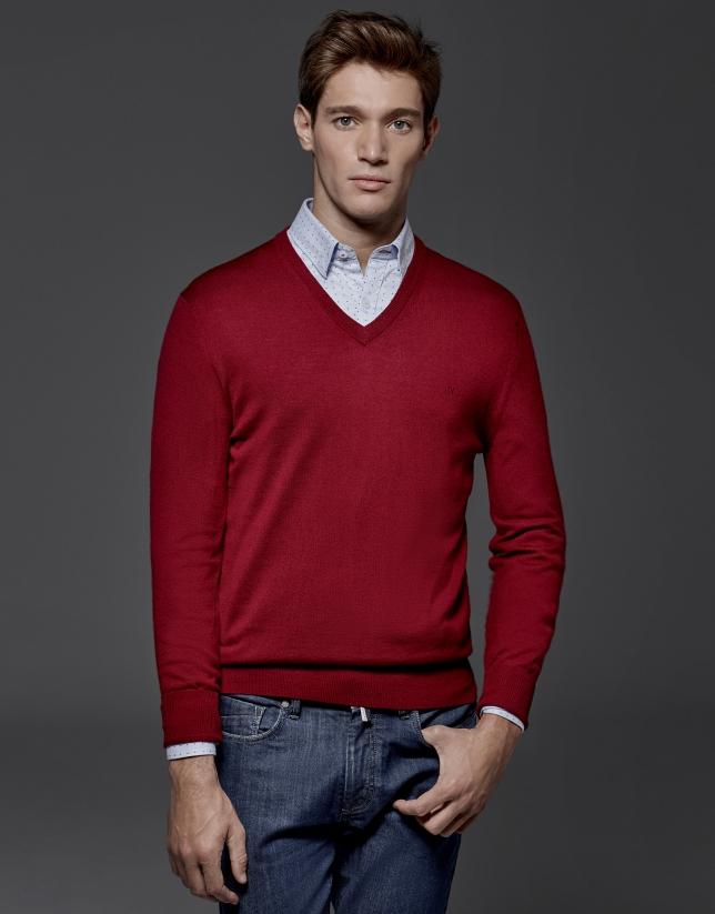 Pull à col V en laine rouge