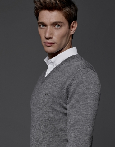 Grey wool sweater with V neck