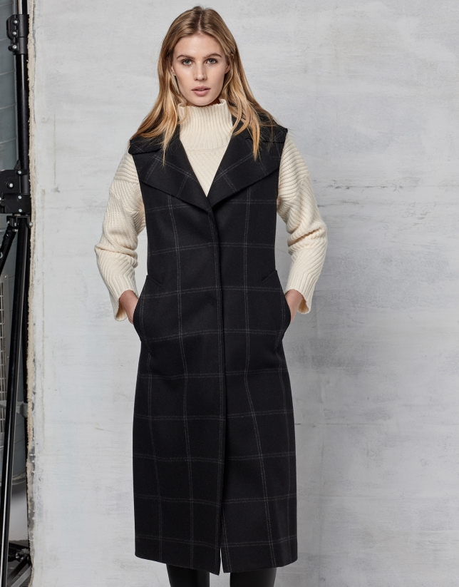 Gilet long gris foncé en laine, à carreaux gris