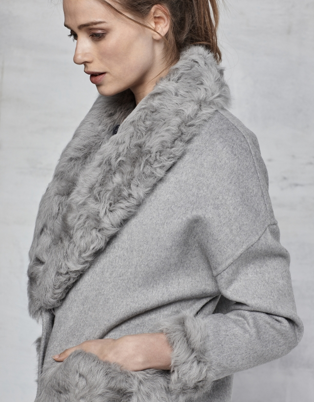 Gray double-faced three quarter jacket with fur collar