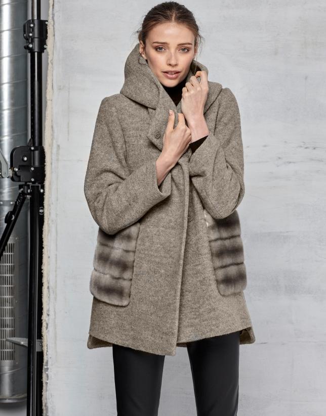Manteau en laine vierge beige avec du cuir