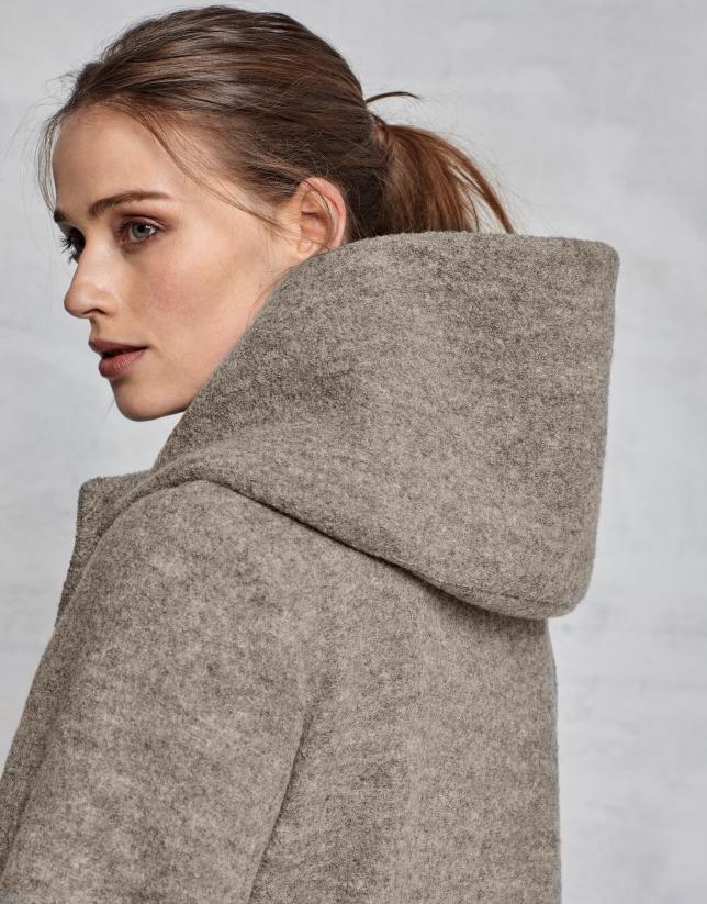 Abrigo de lana virgen beige con pelo