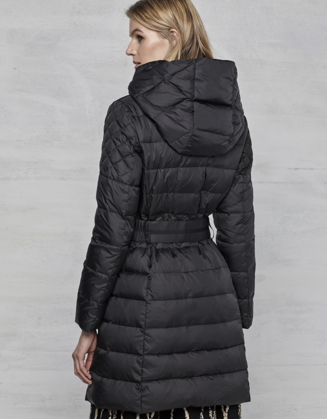 Plumífero largo negro con capucha