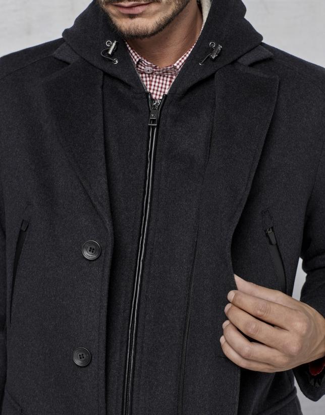 Manteau en gris avec plastron et capuche amovible