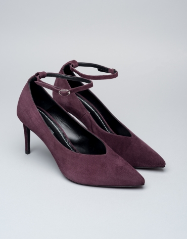 Burgundy suede Matisse pumps with ankle bracelet
