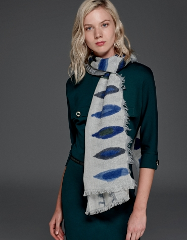 Gray wool scarf with blue motifs