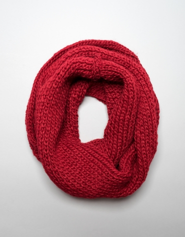 Red wool tubular tubular scarf