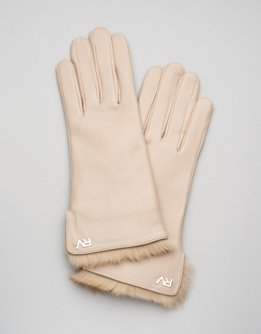 Camel, fur-lined leather gloves