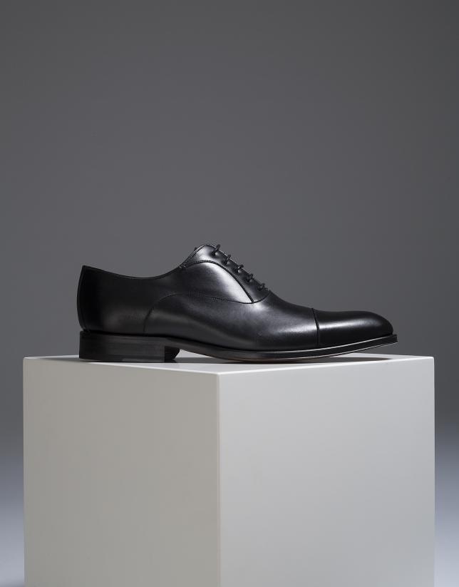 Chaussure classique noire en pointe