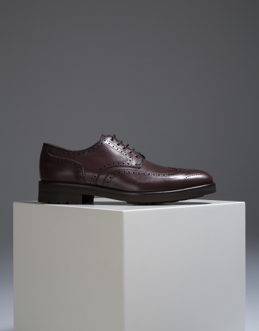 Brown classic shoe with perforations