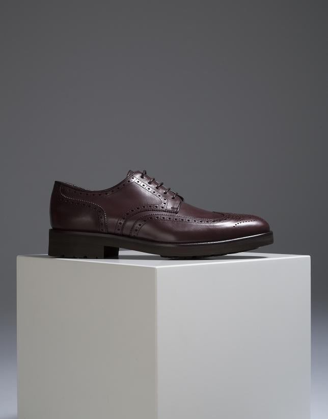 Zapato clásico con picados marrón